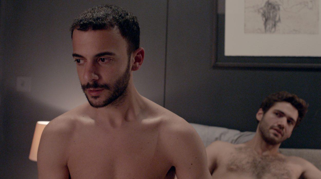 Omar elää yksinäistä elämää Lontoossa. Eräänä iltana hän kutsuu luokseen nuoren miehen, joka on kiinnittänyt hänen huomionsa: seksityöläisen Marcon. Yön edetessä Omar saa paljon enemmän kuin mistä maksoi.