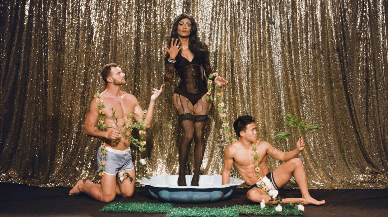 Malediivilaisen opiskelijan Abraham Naimin alter ego on voimakas ja röyhkeä drag queen Medulla Oblongata.